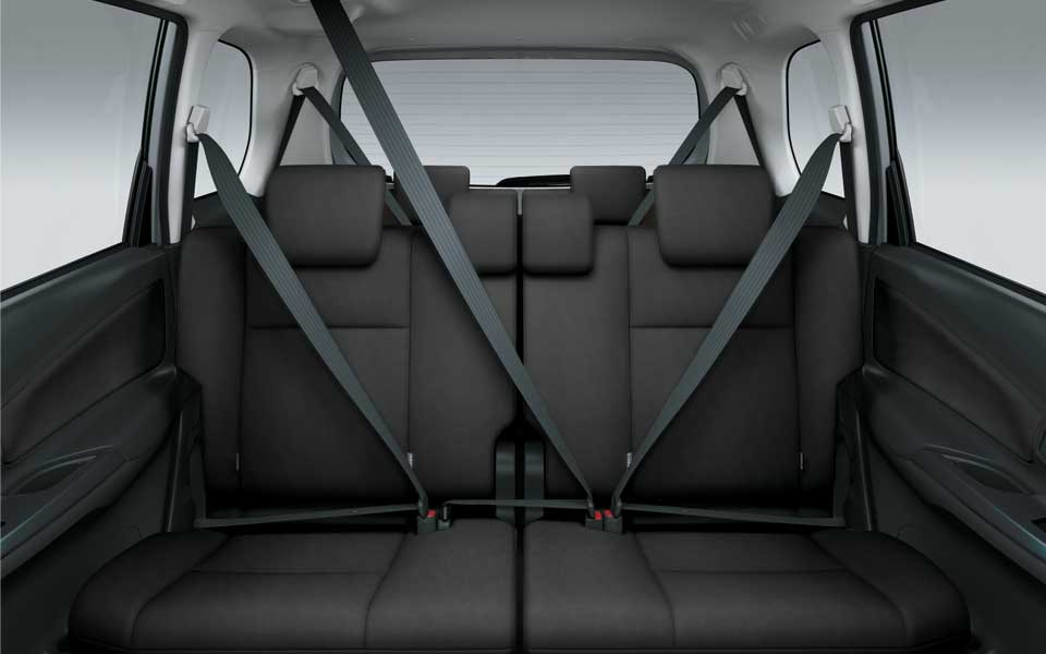 seatbelts inside the toyota avanza 2020