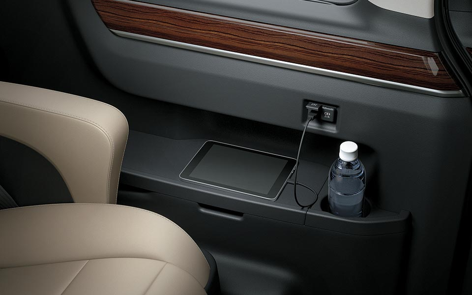 The deck side trim  in toyota granvia 2020