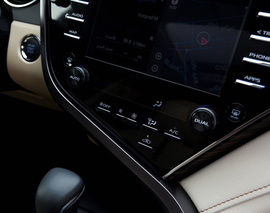 Toyota Camry Passenger Interior wireless Features 2018