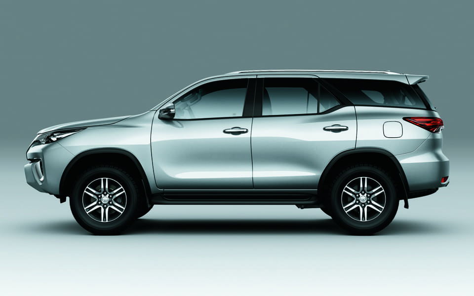 Toyota Fortuner 2018 Side view