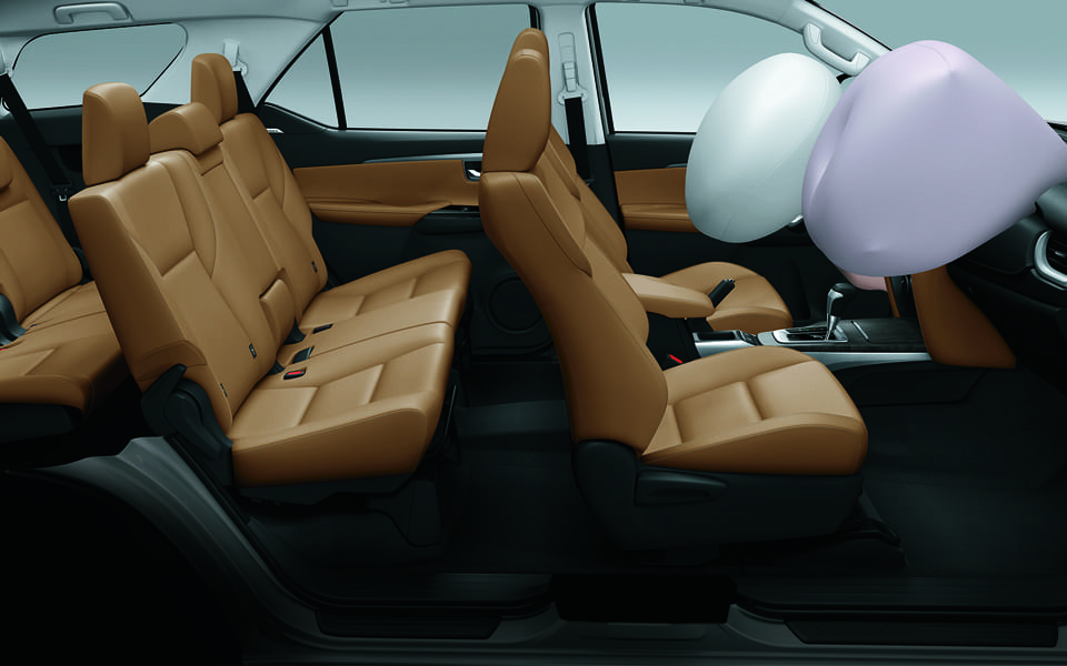 Toyota Fortuner 2018 Brown interior and Airbags